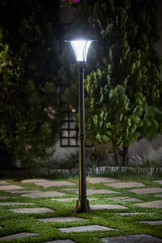 Nexus Solar Lamp Post
